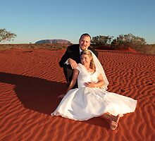 Outback wedding with Uluru by idphotography