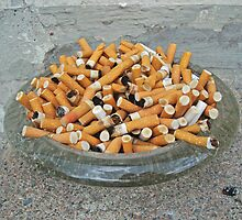 Overflowing ashtray by Paola Svensson
