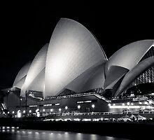 Sydney Opera House @ Night by makatoosh