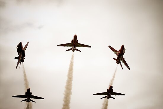 The famous Red Arrows by Matt Sillence