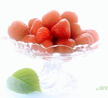 Strawberry by aMOONy