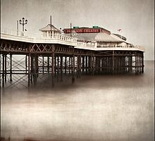 Cromer Pier, Norfolk by DaveTurner