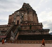 Wat Chedi Luang by Lois Romer