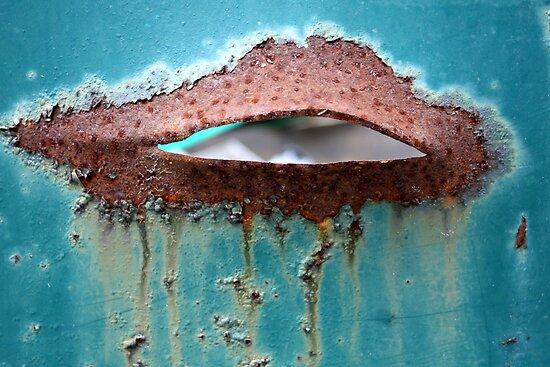 Hot Lips by AuntDot