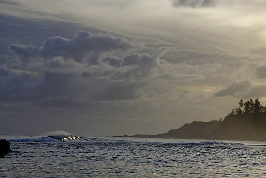 Twilight Surf  Norfolk Island by john  Lenagan