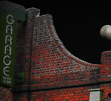 As the moon rose over the Garage Bistro and Bar, I realised I was in a Dean Koontz novel by AndyGii