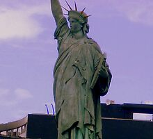 The statue of Liberty by Rusty  Gladdish