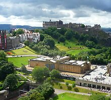 Cloud view of Edinburgh Castle by Yonmei