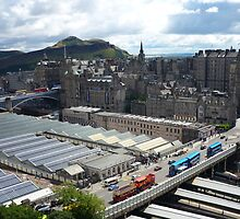 Edinburgh: City of hills by Yonmei