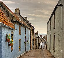 Looking down Tanhouse Brae by Tom Gomez