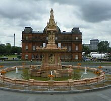 Glasgow fountain and the Peoples Palace by bob5419