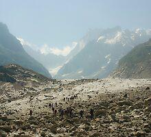Glacier hikers by Béla Török