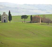 Pienza - Church on a Tuscan hillside by Maureen Keogh
