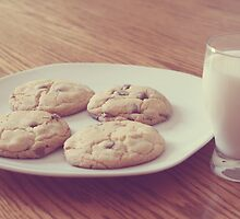 Milk & Cookies by ©Maria Medeiros