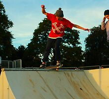 Skateboard Mini Ramp by jvoz