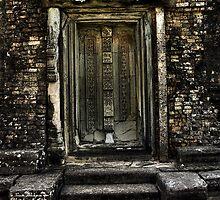 A door with no handle by RavenMunro