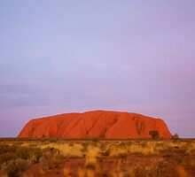Uluru (Ayers Rock) by lynruss
