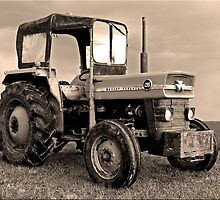 Old tractor by AttiPhotography