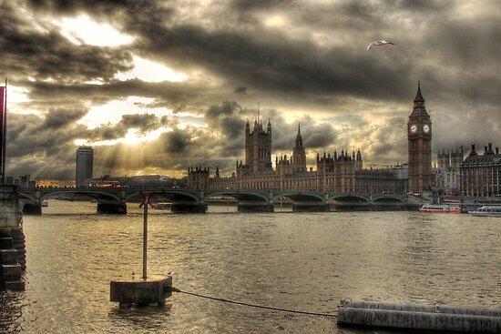 Westminster Bridge - London, England by Graham Ettridge
