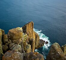 Offshore winds at cape Raoul by andychiz
