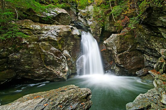 Bingham Falls - From the Right by Stephen Beattie