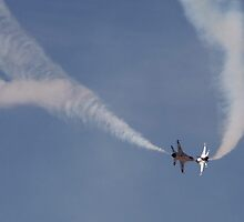 USAF Thunderbirds - Crossover Pass by Kwon Ekstrom