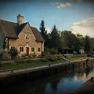 Iffley lock, The Lock Keepers cottage, Oxford, UK by buttonpresser