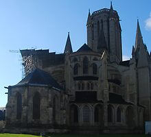 Coutances - East Facade by Peter Reid