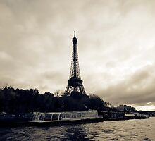 Eiffel Tower at Dusk by damokeen