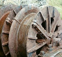 Rusty wheel by woodlandninja
