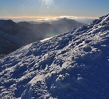 Snow and Sun high on Carrauntohil (Corrán Tuathail) by amuigh-anseo