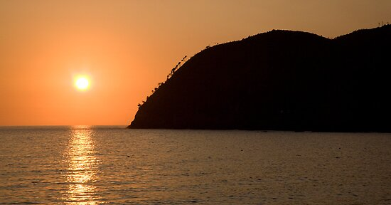 Levanto sunsets by Ian Middleton