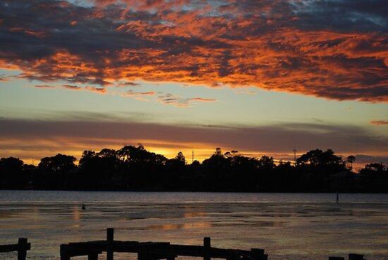 Budgewoi lake,,9-11-2010.Sunrise.. by Warren  Patten