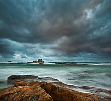 Black Rocks - Redgate Beach by Rob Lewis