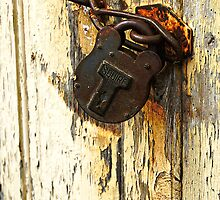 Rusty padlock & peeling paint by buttonpresser