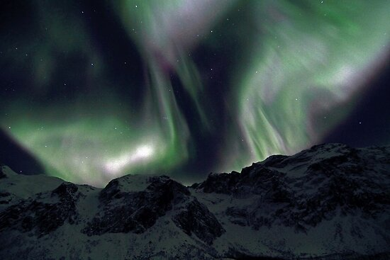 Aurora over the mountains by Frank Olsen