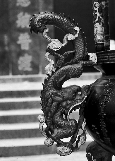Dragon on Urn - Singapore by homendn
