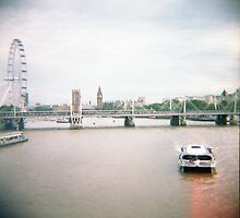 Thames River - London by Reuben Reynoso