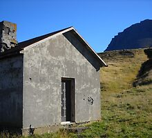 Deserted house by Einar A. Hrafnsson