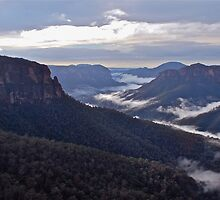 Govetts Leap Lookout. by Warren  Patten