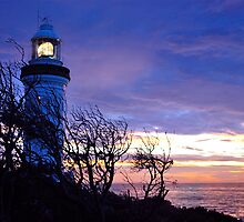 Norah Head Lighthouse at dawn. by Warren  Patten