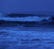 Night Surf by runnerpaul