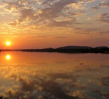 Lake Kununurra, sunrise by Linda Lees