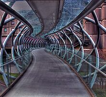 Cross over bridge by FLYINGSCOTSMAN