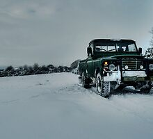 Landy in the snow by Rob Hawkins