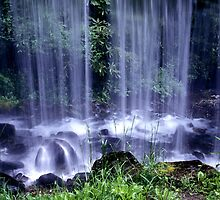 Overflow waterfall by ©  Paul W. Faust