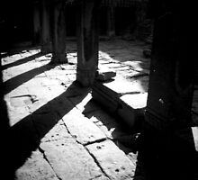 pillars, siem reap, cambodia by tiro