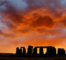 New Dawn ..... Stonehenge by DaveTurner