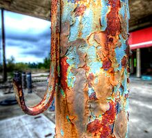 Old Pole - Huntsville , Texas by jphall