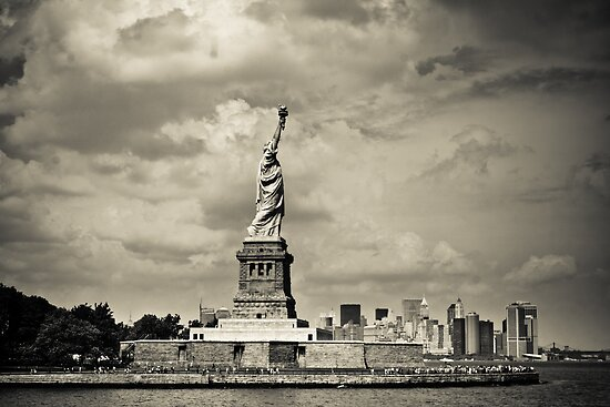 Statue of liberty in New York City by danwa